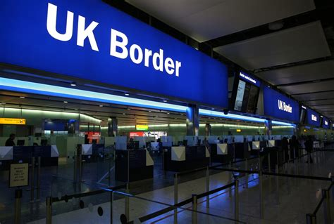 UK immigration: Net migration hits record high of 336,000